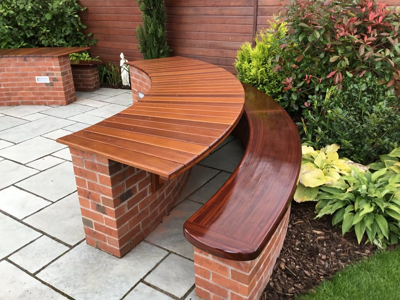 rsz_curved_bench_and_table